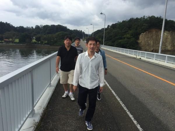 能登島大橋でミスチル気分 なジャケット撮影?